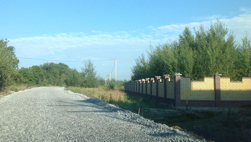 дорога у поселка